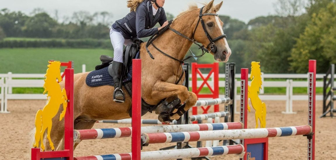 Kaitlyn Wrann – Wins at Schools Individual Show Jump Competition